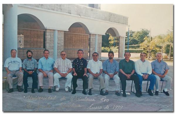 Colegas e integrantes de la Junta Directiva de la Uqroo, luego de una reunión sabatina, en enero de 1999. (Izquierda a derecha: Arístides, España, HAC, Alcérreca, Efrain, Toledo, Farah, Rivero y CM).